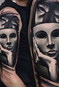大臂黑白逼真的可怕面具纹身图案