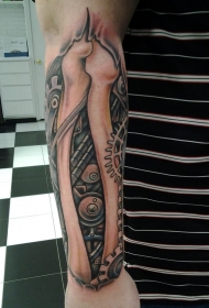 小臂骨骼和生物力学齿轮纹身图案