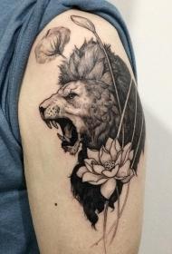 大臂黑白吼叫的狮子与莲花纹身图案