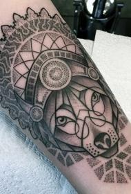 手臂黑色点刺风格幻想狼头盔纹身图案