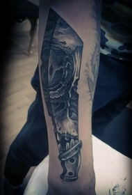手臂很酷的黑色大刀纹身图案