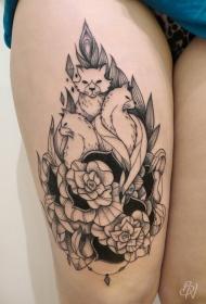 大腿雕刻风格黑色线条狐狸花朵点刺纹身图案