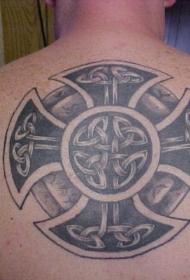 背部大型的凯尔特十字架纹身图案