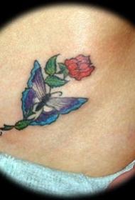 蓝色蝴蝶和红玫瑰纹身图案