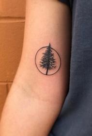 小臂黑色圆形与树纹身图案