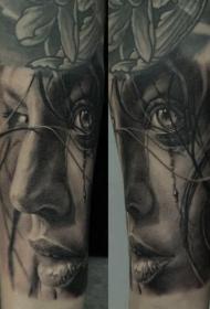 写实风格黑白女性肖像纹身图案