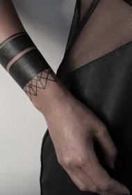 手腕黑色简易饰品纹身图案