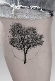 大腿点刺风格黑色的小树纹身图案