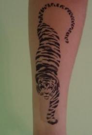 简约的黑色老虎纹身图案