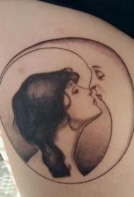 大腿黑白特别组合女人亲吻月亮纹身图案