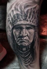 黑白逼真的印第安人肖像纹身图案