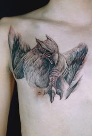 胸部格里芬神兽逼真的彩绘纹身图案