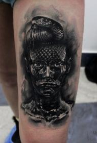 大腿令人印象深刻的黑色女人与蛇结合纹身图案