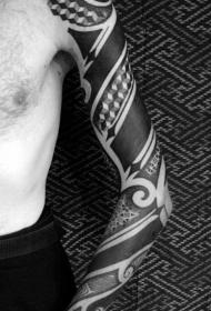 手臂黑色各种几何饰品纹身图案