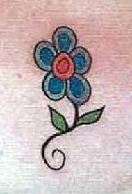 简约的蓝色花朵纹身图案