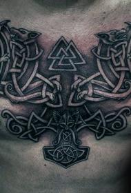胸部凯尔特结与部落符号纹身图案