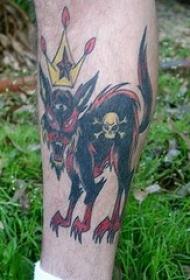 黑色邪恶猫和皇冠纹身图案
