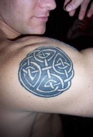 肩部凯尔特结纹身图案