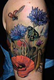 大臂蝴蝶和瓢虫野花彩绘纹身图案