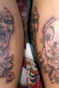 两个玩骰子的小丑纹身图案