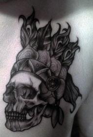 胸部雕刻风格黑色印度骷髅与头盔纹身图案