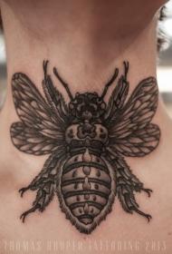 颈部绚丽的黑白昆虫纹身图案