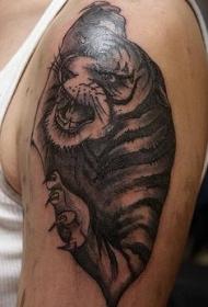 大臂精致的黑灰老虎纹身图案