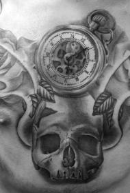 胸部骷髅与指南针和玫瑰黑灰纹身图案