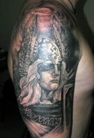 手臂黑白维京战士和羽翼头盔纹身图案