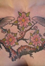 对称的蜂鸟花卉胸部纹身图案