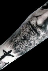 手臂黑色十字架与悲伤男子肖像纹身图案