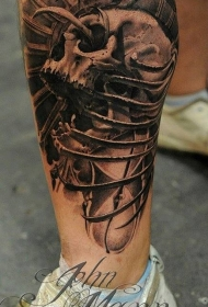 小腿雕刻风格黑色骷髅乌鸦和骨头纹身图案