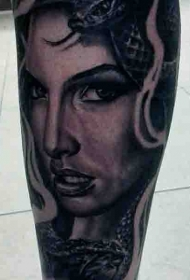 小腿写实黑灰诱惑美杜莎纹身图案