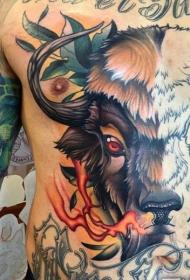 半彩色大面积的公牛与火焰和树叶纹身图案