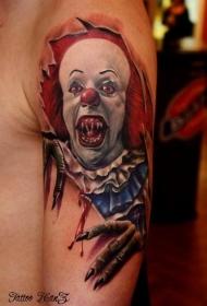 大臂幽灵般的小丑和皮肤撕裂纹身图案