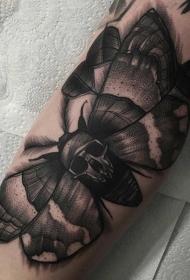 黑色飞蛾与装饰骷髅个性纹身图案