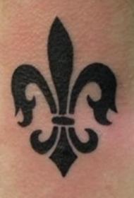 黑色的百合花纹章纹身图案