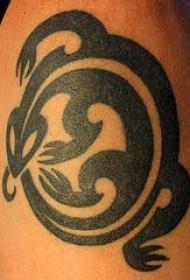 黑色部落爬行动物符号纹身图案