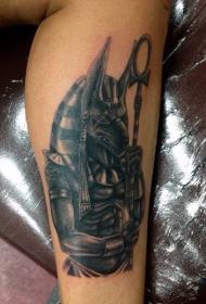 腿部黑白的阿努比斯神纹身图案
