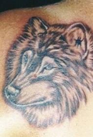 背部棕色狼头纹身图案