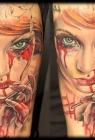 手臂毛骨悚然的恐怖血腥女人肖像纹身