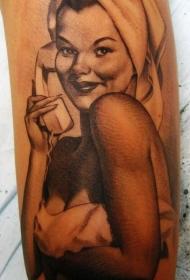打电话的性感女郎肖像纹身图案