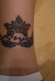 小腿皇冠和翅膀纹身图案