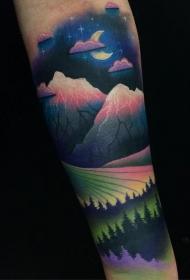手臂彩色的夜间森林纹身图案