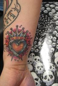 手腕心形皇冠纹身图案