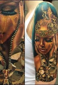大臂写实彩色女性肖像和拉链纹身图案