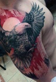 肩部巨大的鹰彩色纹身图案