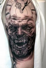 电影中怪物怪物与时钟纹身图案