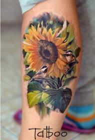 腿部壮丽的彩色逼真的向日葵和小鸟纹身