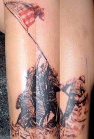 手臂彩色军人战斗纹身图案
